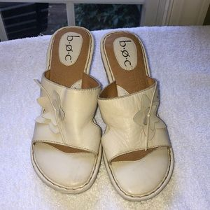 NEW! b o c cream leather wedge sandals